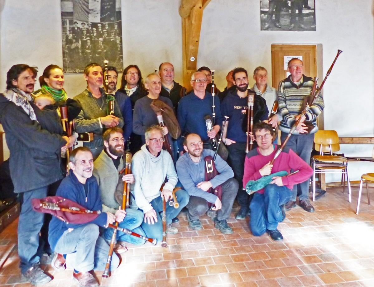 Les participants à l'atelier autour de Philippe